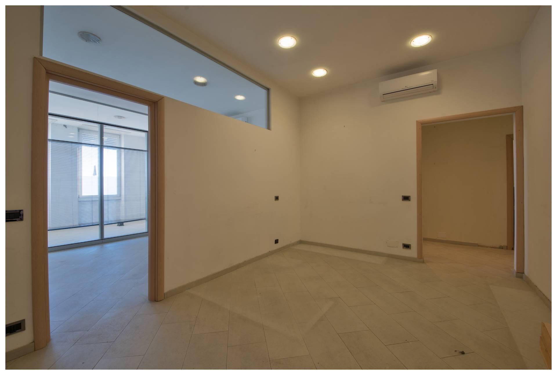Ufficio / Studio in affitto a Varazze, 9999 locali, zona Località: Varazze, prezzo € 1.300 | PortaleAgenzieImmobiliari.it