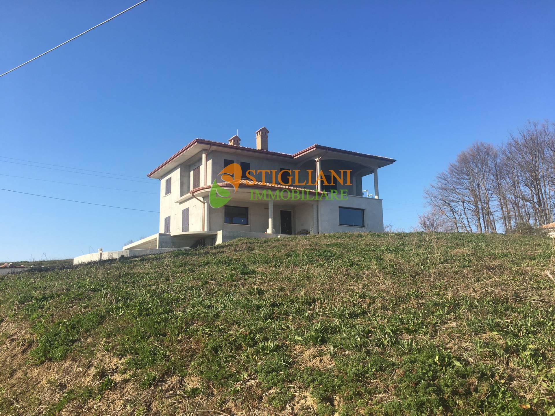 Villa in vendita a Baranello, 10 locali, zona Località: c.daTerranova, Trattative riservate   CambioCasa.it