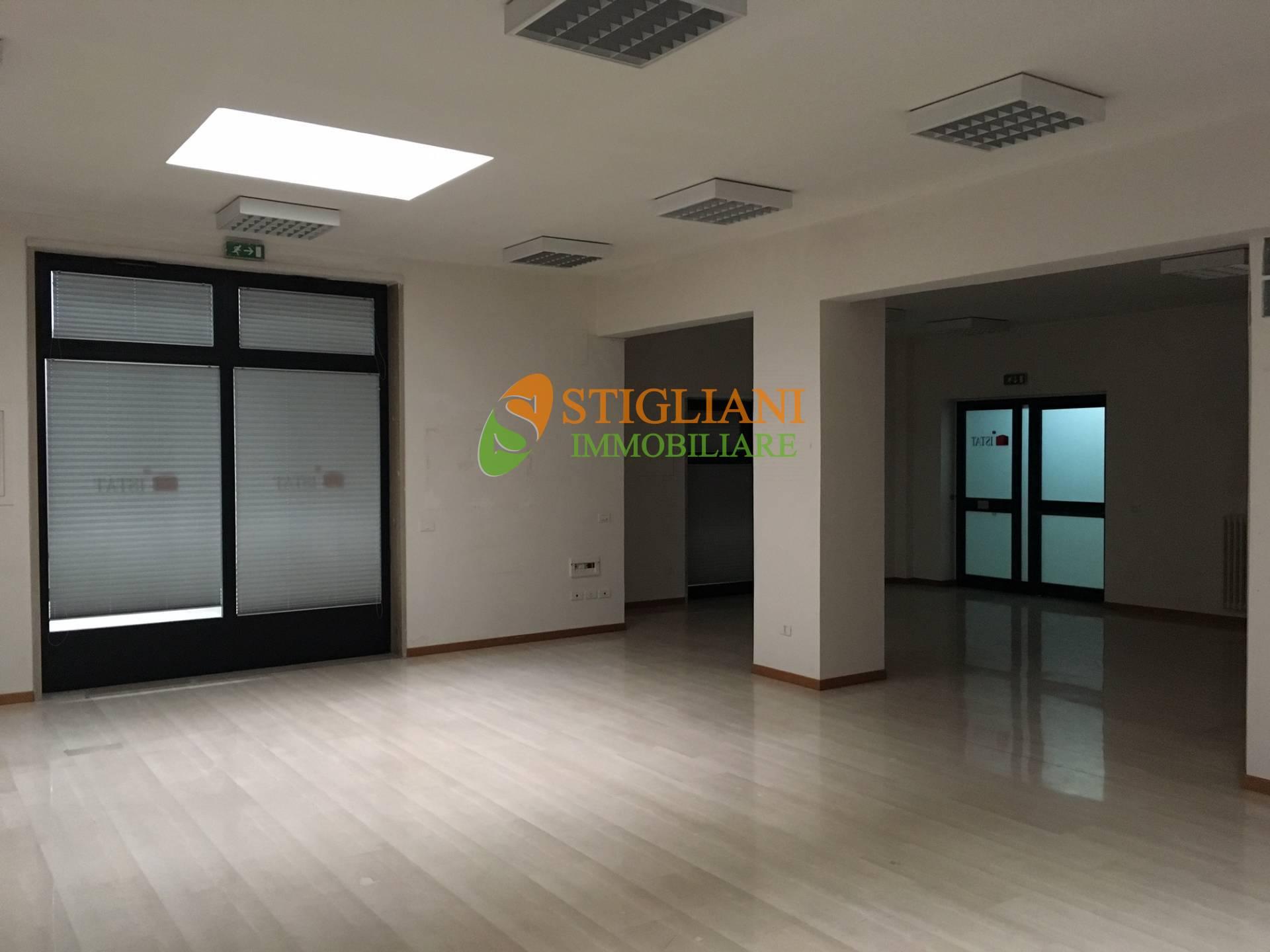 Ufficio / Studio in affitto a Campobasso, 9999 locali, zona Zona: Centro, Trattative riservate | CambioCasa.it