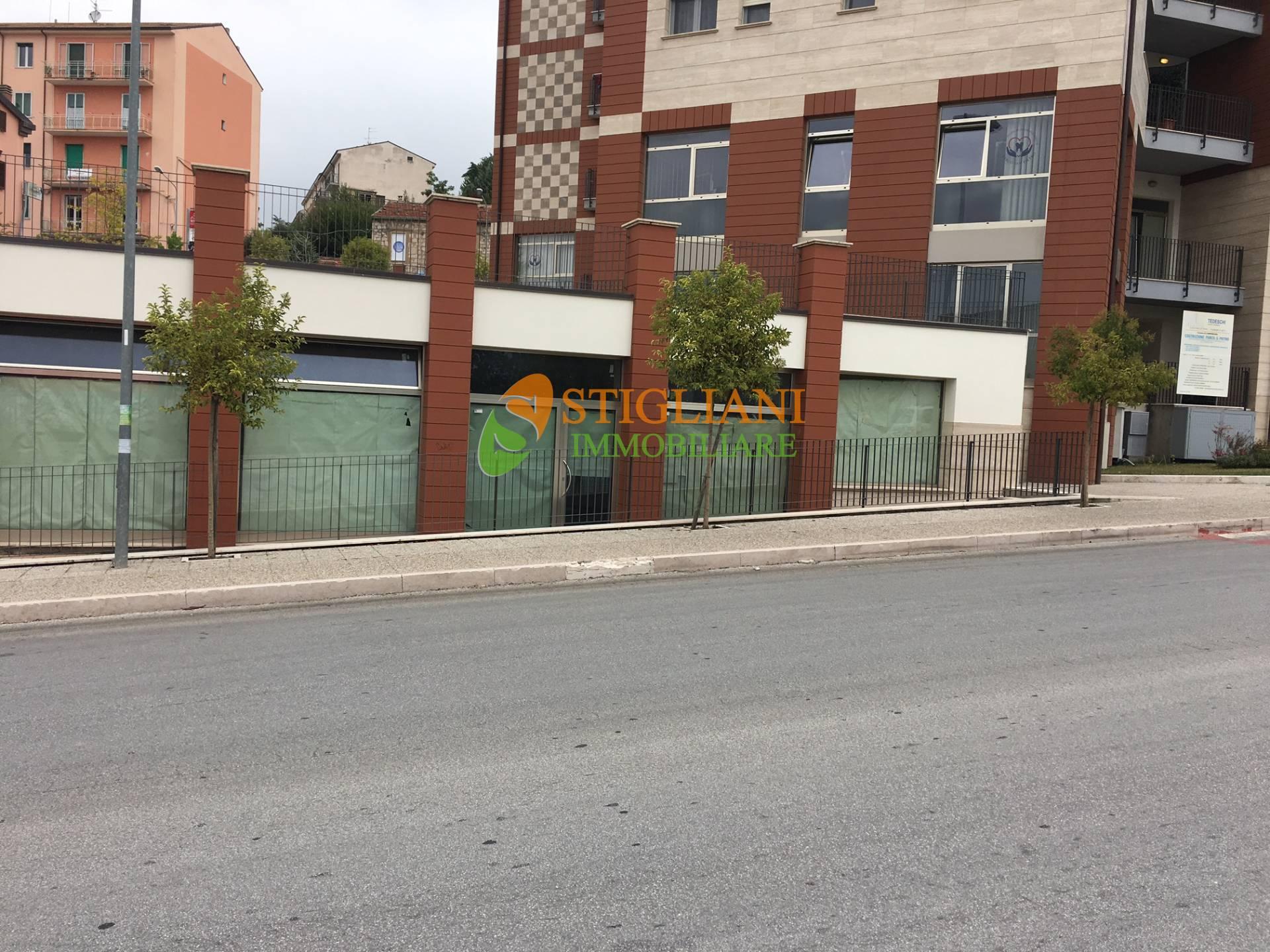 Negozio / Locale in affitto a Campobasso, 9999 locali, zona Zona: Semicentro, prezzo € 3.000 | CambioCasa.it