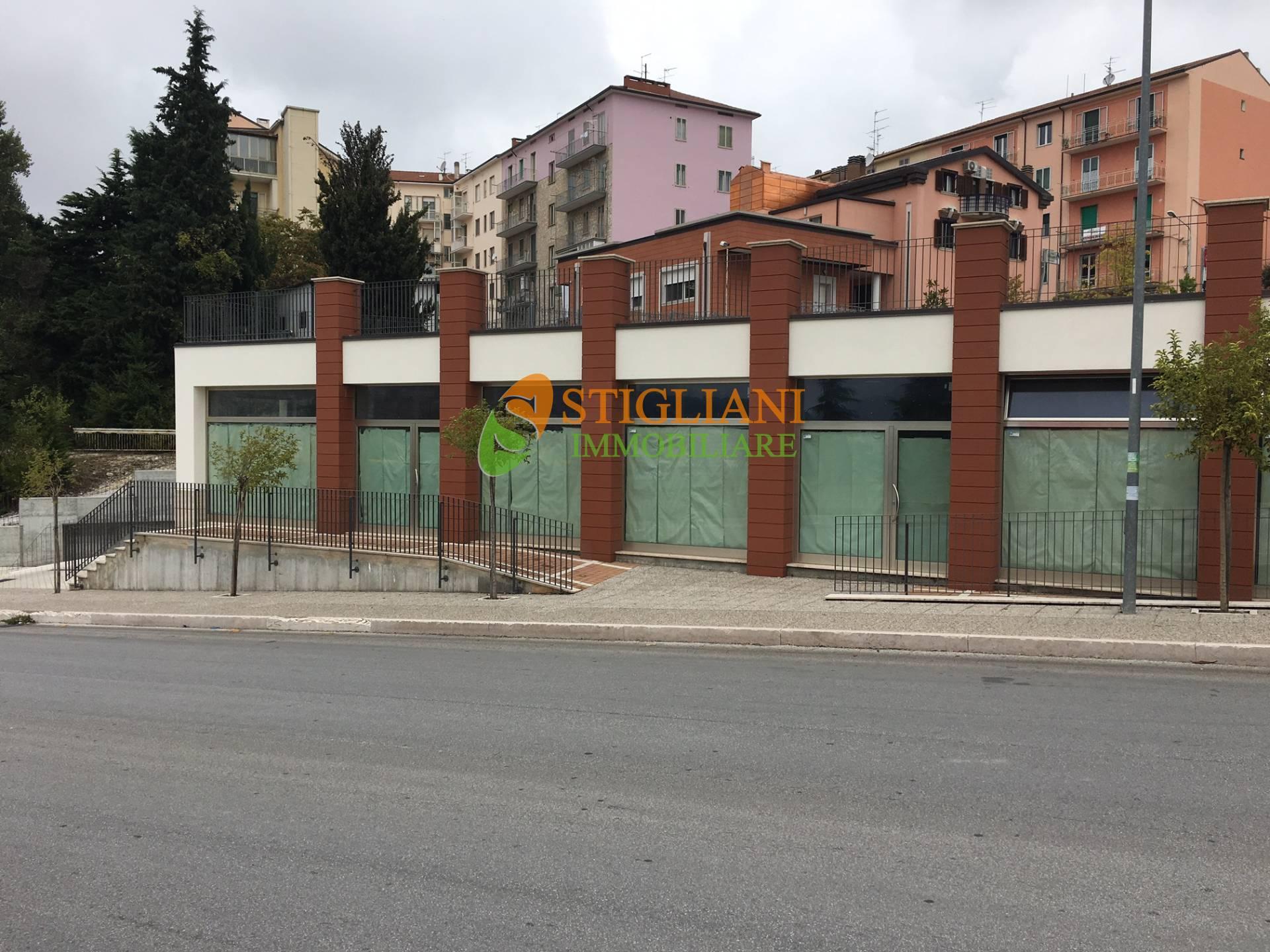 Negozio / Locale in affitto a Campobasso, 9999 locali, zona Zona: Semicentro, prezzo € 1.500 | CambioCasa.it