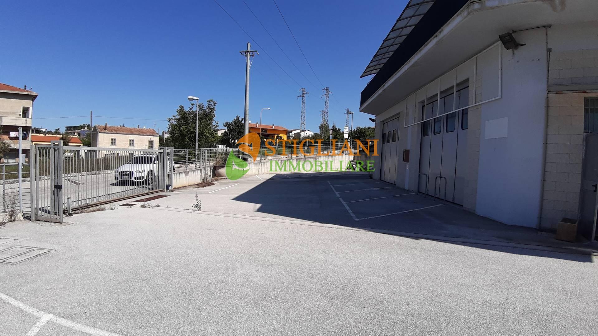 Negozio / Locale in vendita a Campobasso, 9999 locali, zona Località: Periferia, prezzo € 350.000 | CambioCasa.it