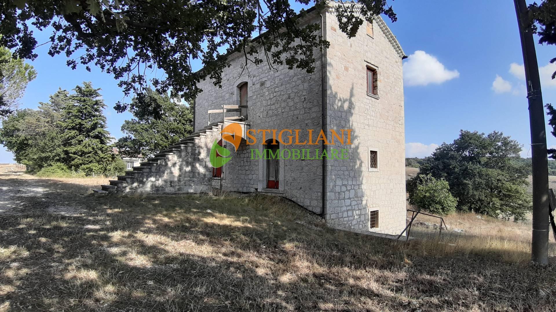 Rustico / Casale in vendita a Ripalimosani, 8 locali, zona Località: ContradaColleMatteo, prezzo € 80.000 | CambioCasa.it