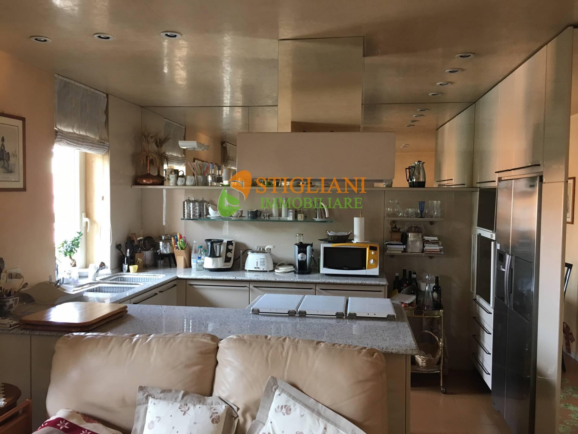 Appartamento in vendita a Campobasso, 5 locali, zona Zona: Semicentro, Trattative riservate | CambioCasa.it