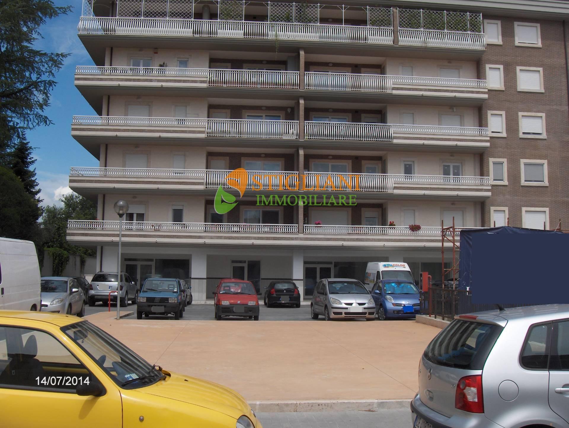 Negozio / Locale in affitto a Isernia, 9999 locali, zona Località: viaBerta, Trattative riservate | CambioCasa.it