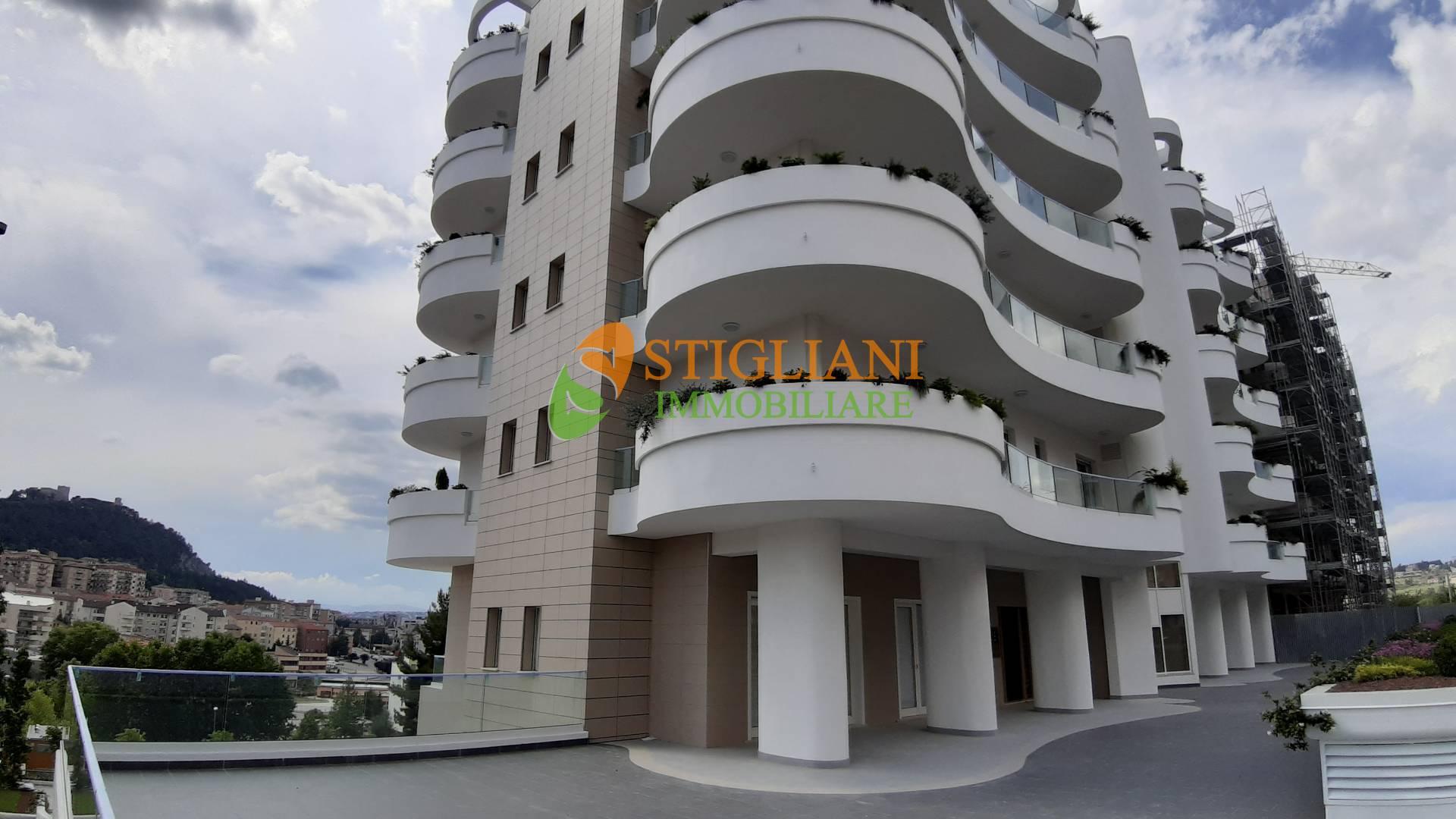 Negozio / Locale in vendita a Campobasso, 9999 locali, zona Zona: Centro, Trattative riservate | CambioCasa.it