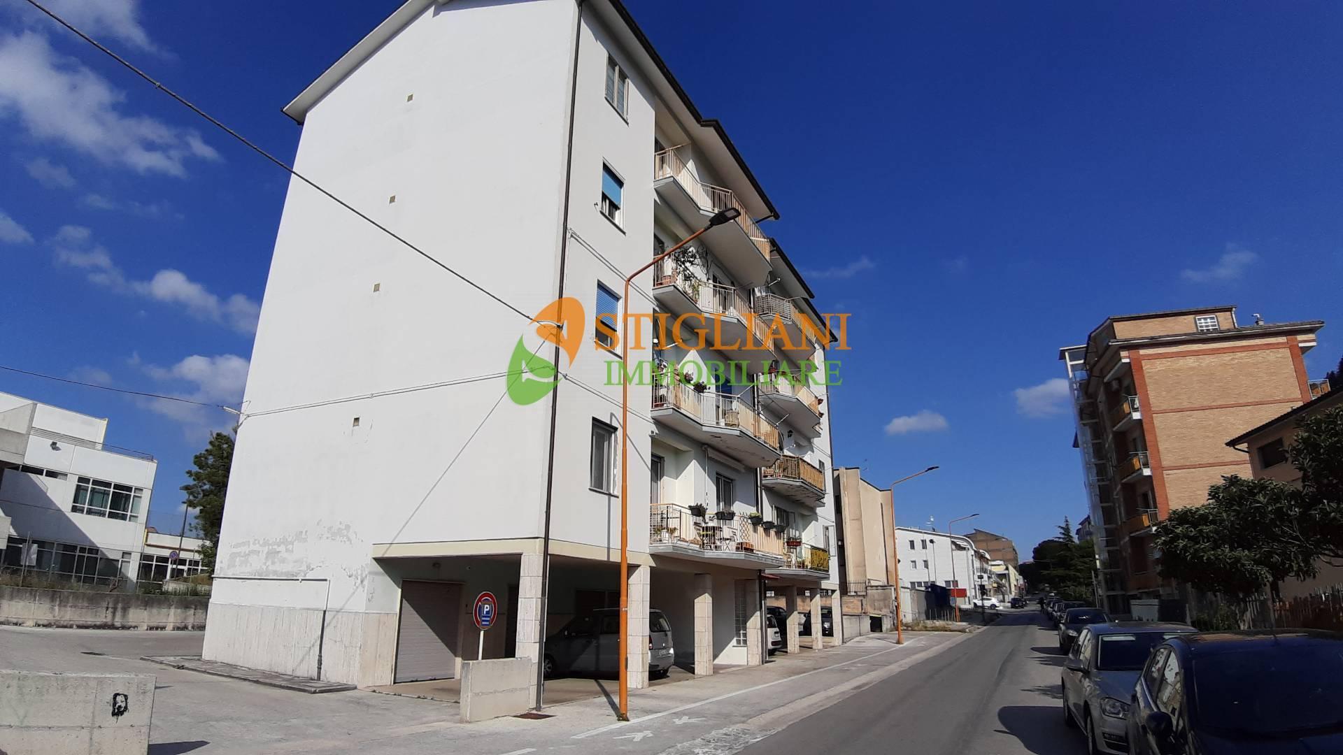 Appartamento in vendita a Campobasso, 5 locali, zona Zona: Semicentro, prezzo € 69.000 | CambioCasa.it