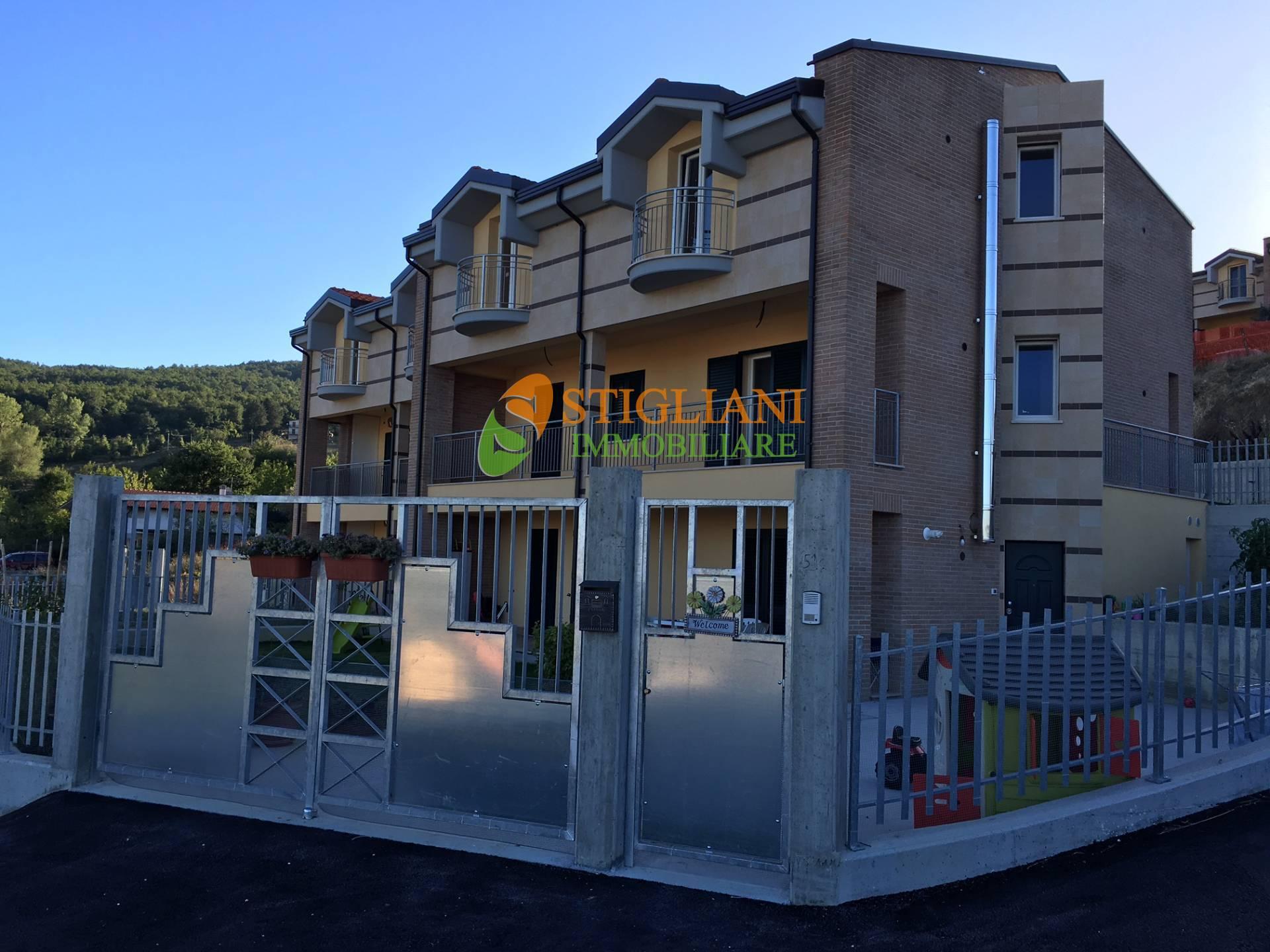Appartamento in vendita a Campobasso, 4 locali, zona Località: ContradaColleLongo, prezzo € 149.000 | CambioCasa.it
