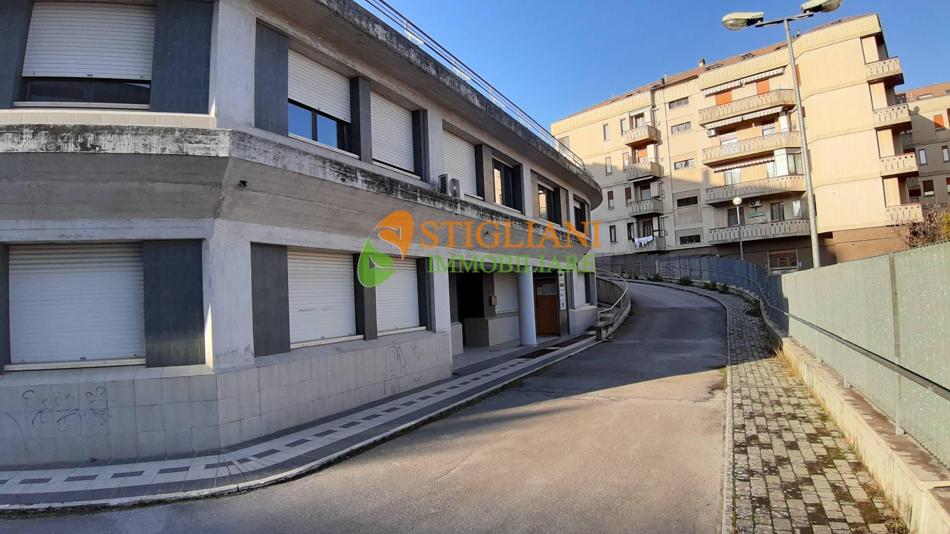 Ufficio / Studio in affitto a Campobasso, 9999 locali, zona Zona: Centro, Trattative riservate   CambioCasa.it