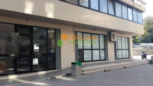 Negozio / Locale in affitto a Isernia, 9999 locali, zona Località: VialeDeiPentri, prezzo € 1.500   CambioCasa.it