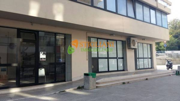 Negozio / Locale in vendita a Isernia, 9999 locali, zona Località: VialeDeiPentri, Trattative riservate | CambioCasa.it