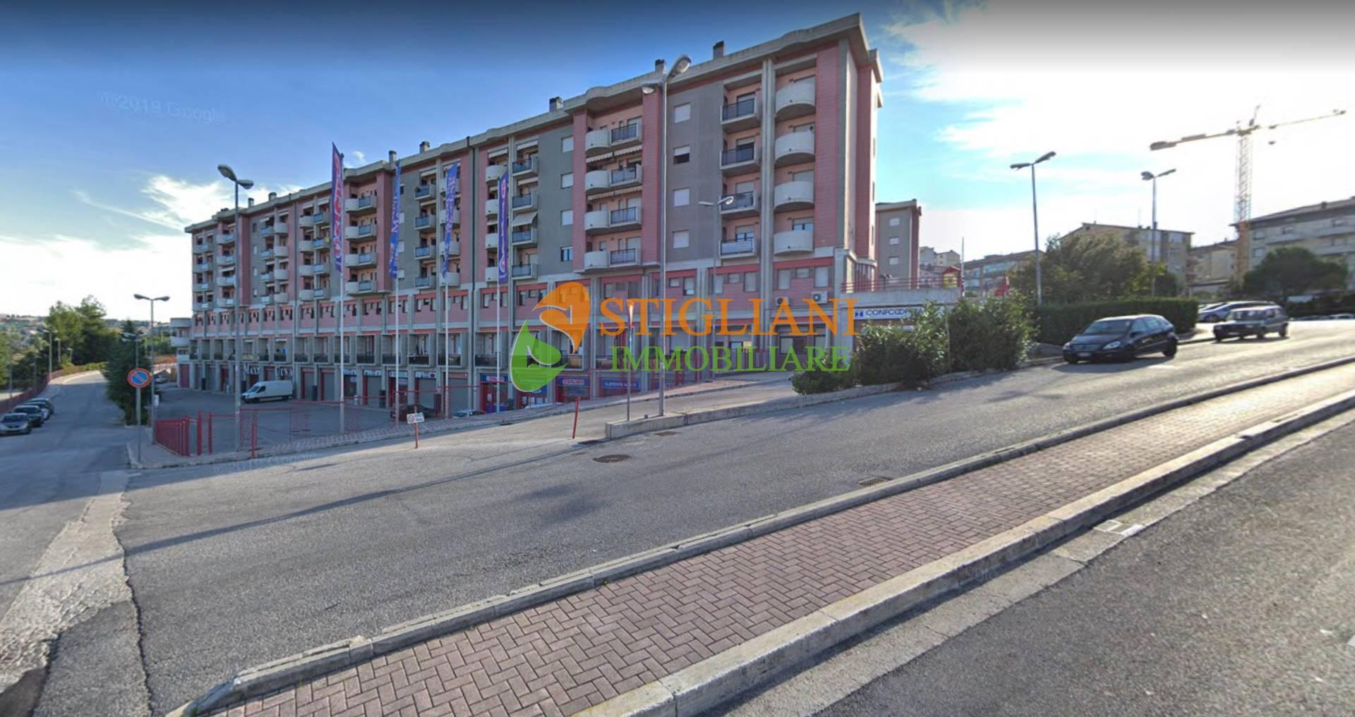 Negozio / Locale in vendita a Campobasso, 9999 locali, zona Località: viaGuerrizio, Trattative riservate | CambioCasa.it