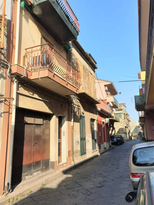 Casa singola in Vendita a Aci Sant'Antonio