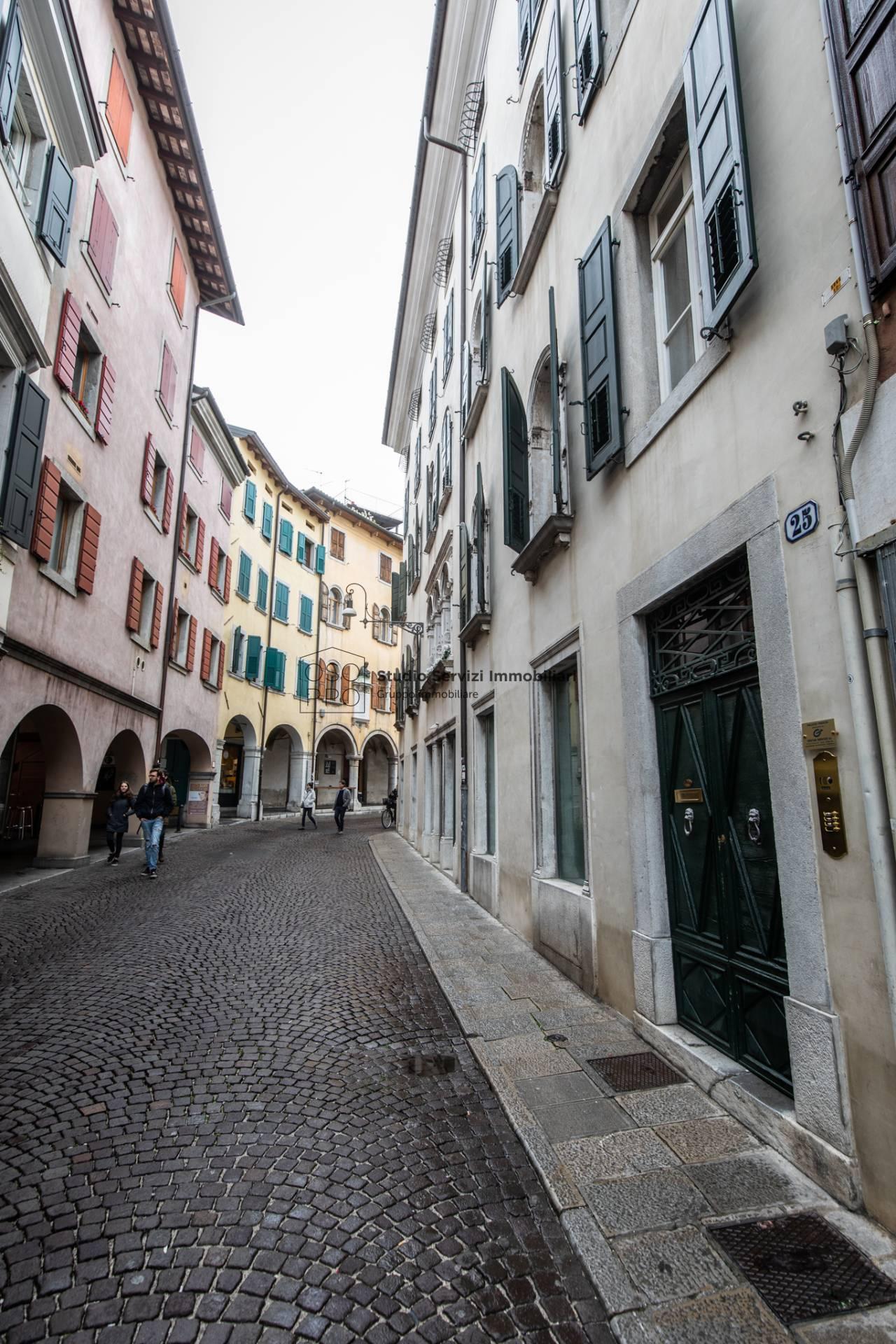 Appartamento in affitto a Udine, 4 locali, zona Località: Centrostorico, prezzo € 800   CambioCasa.it