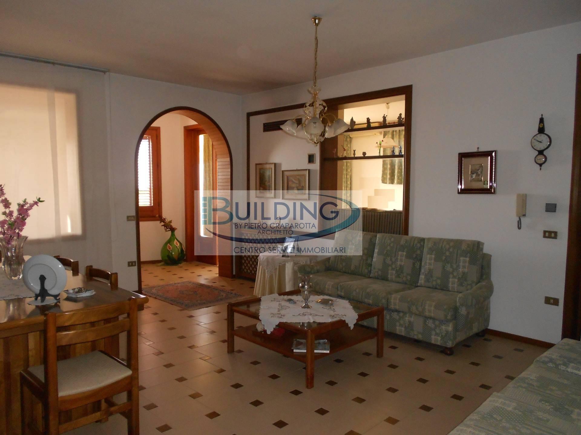 Appartamento in vendita a Castelvetrano, 8 locali, zona Località: CastelvetranoCittà, prezzo € 60.000 | PortaleAgenzieImmobiliari.it