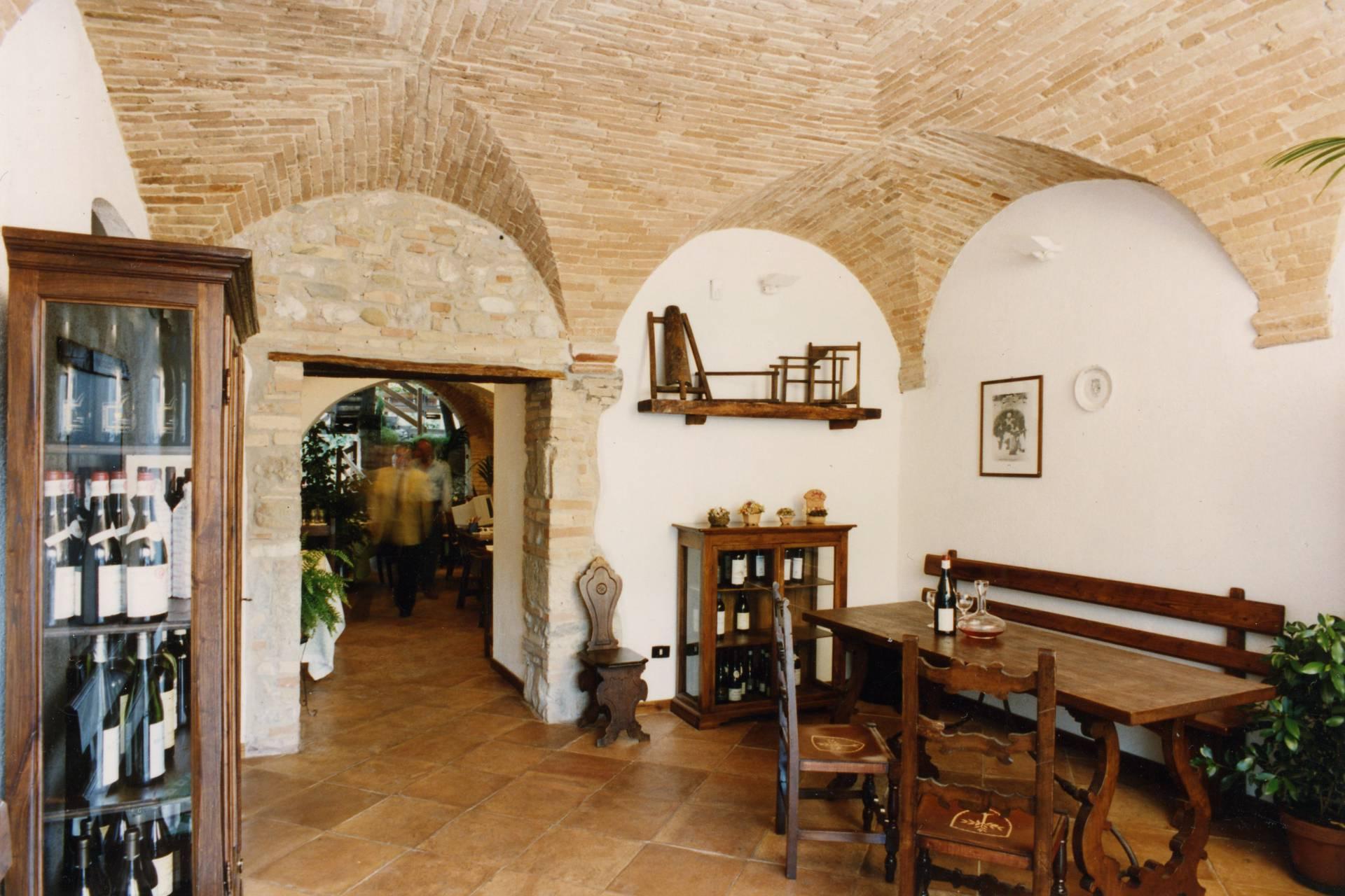 Negozio / Locale in affitto a Teramo, 9999 locali, zona Zona: Centro , Trattative riservate | CambioCasa.it