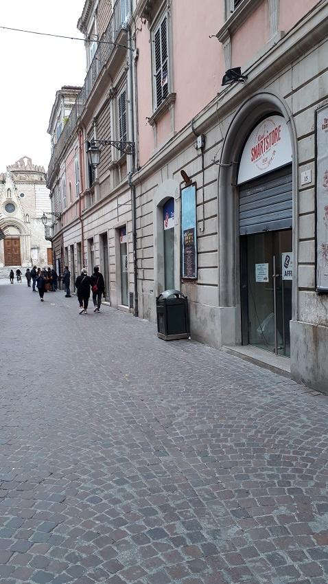 Negozio / Locale in affitto a Teramo, 9999 locali, zona Zona: Centro , prezzo € 1.200 | CambioCasa.it