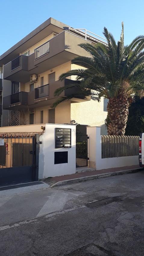 Appartamento in vendita a Roseto degli Abruzzi, 3 locali, prezzo € 160.000 | CambioCasa.it