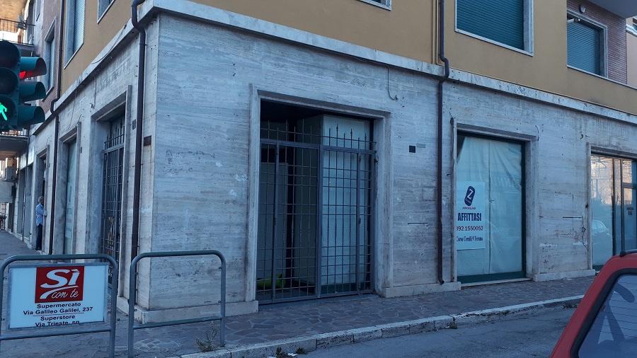 Negozio / Locale in affitto a Giulianova, 9999 locali, zona Località: Lido, prezzo € 1.600 | CambioCasa.it