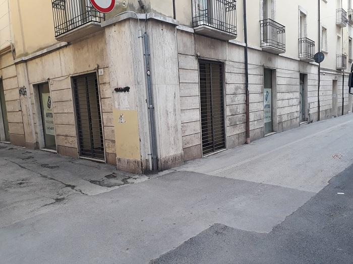 Negozio / Locale in affitto a Teramo, 9999 locali, zona Zona: Centro , prezzo € 1.600 | CambioCasa.it