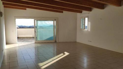 Appartamento in Affitto a Caldogno