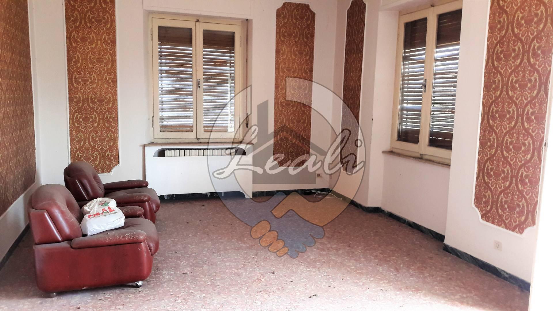 Appartamento in vendita a Macerata, 6 locali, prezzo € 85.000 | CambioCasa.it