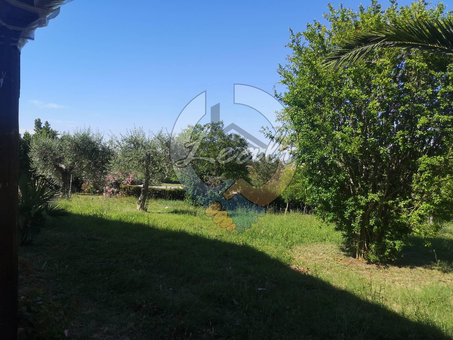 A Tolentino Villa  in Vendita