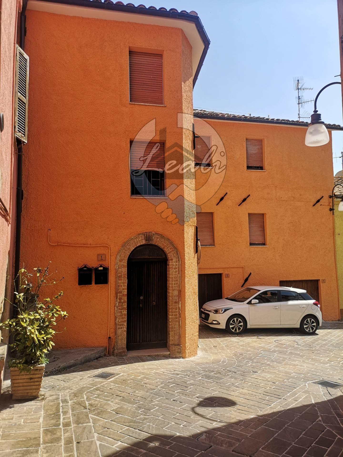 Appartamento in vendita a Camporotondo di Fiastrone, 3 locali, prezzo € 73.000 | CambioCasa.it