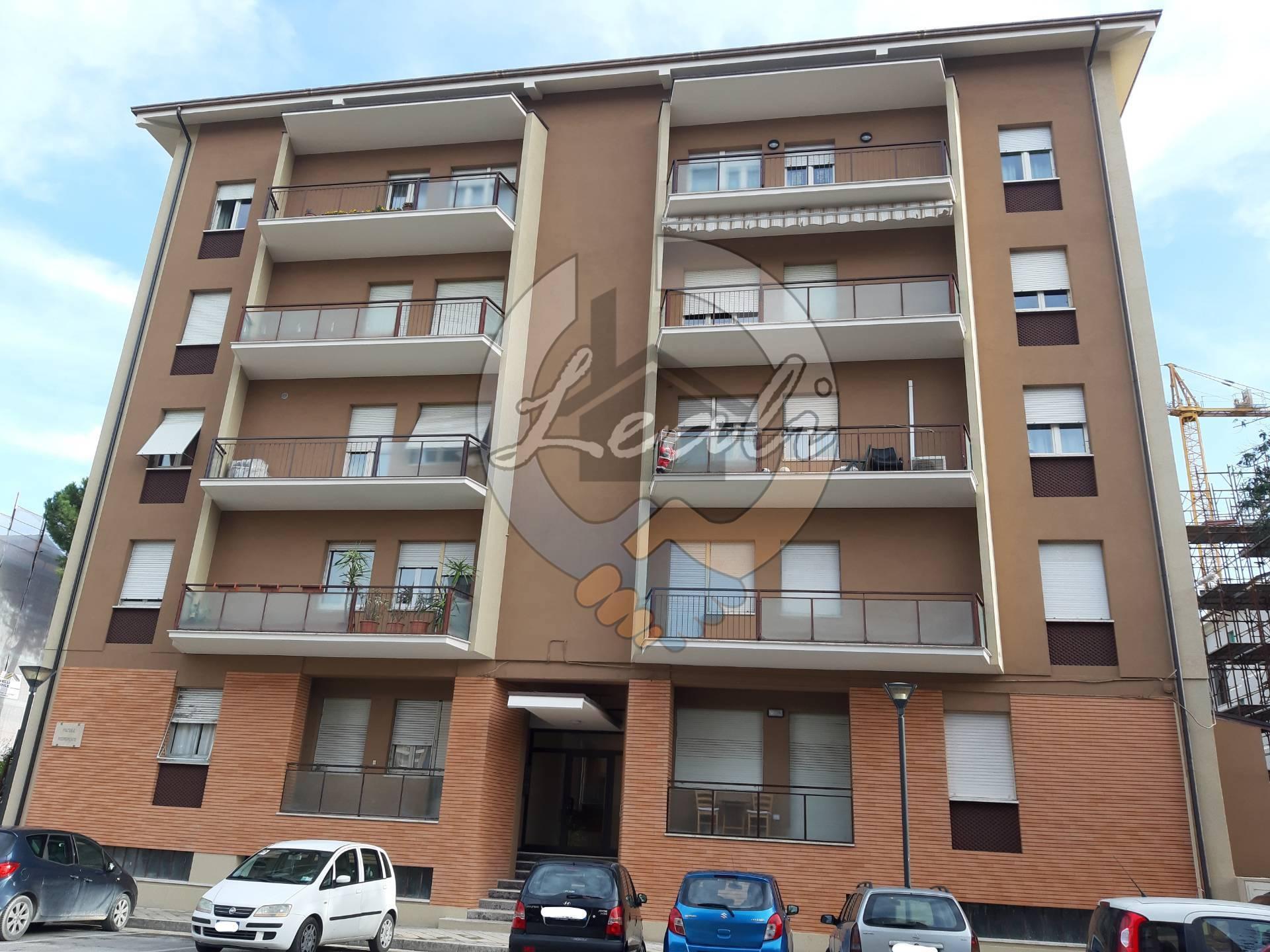 Appartamento in vendita a Tolentino, 6 locali, prezzo € 150.000 | CambioCasa.it
