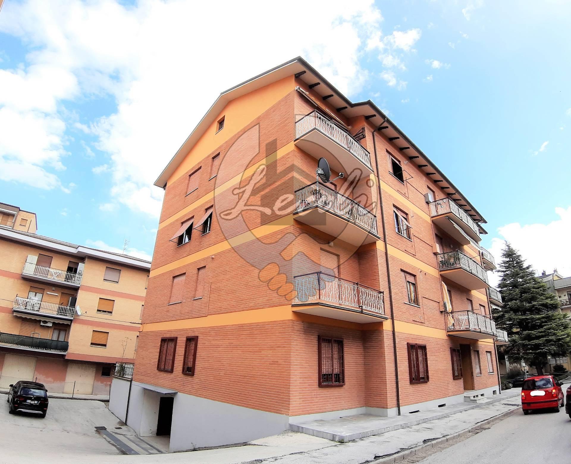 Appartamento in vendita a Tolentino, 5 locali, prezzo € 89.000 | CambioCasa.it