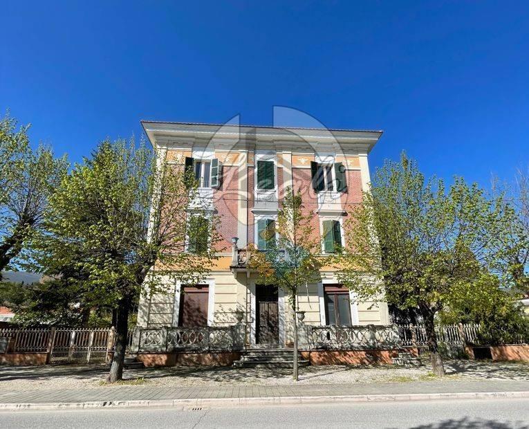 Appartamento in vendita a Caldarola, 5 locali, prezzo € 185.000 | CambioCasa.it