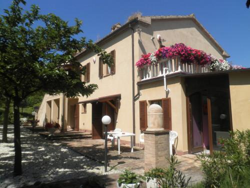 Villa in Vendita a Camporotondo di Fiastrone