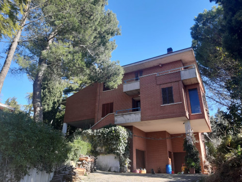Villa for Sale to Tolentino