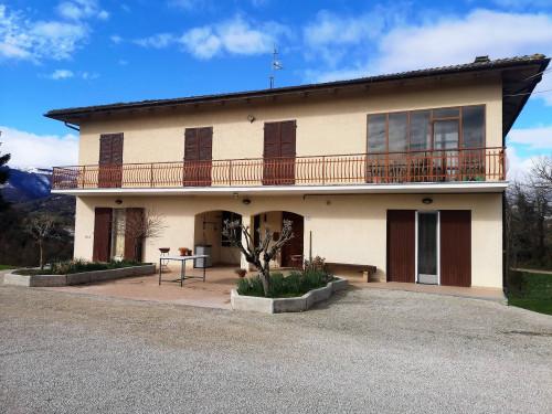 Casa singola in Vendita a Camporotondo di Fiastrone