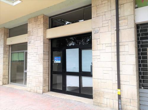 Locale commerciale in Affitto a Tolentino