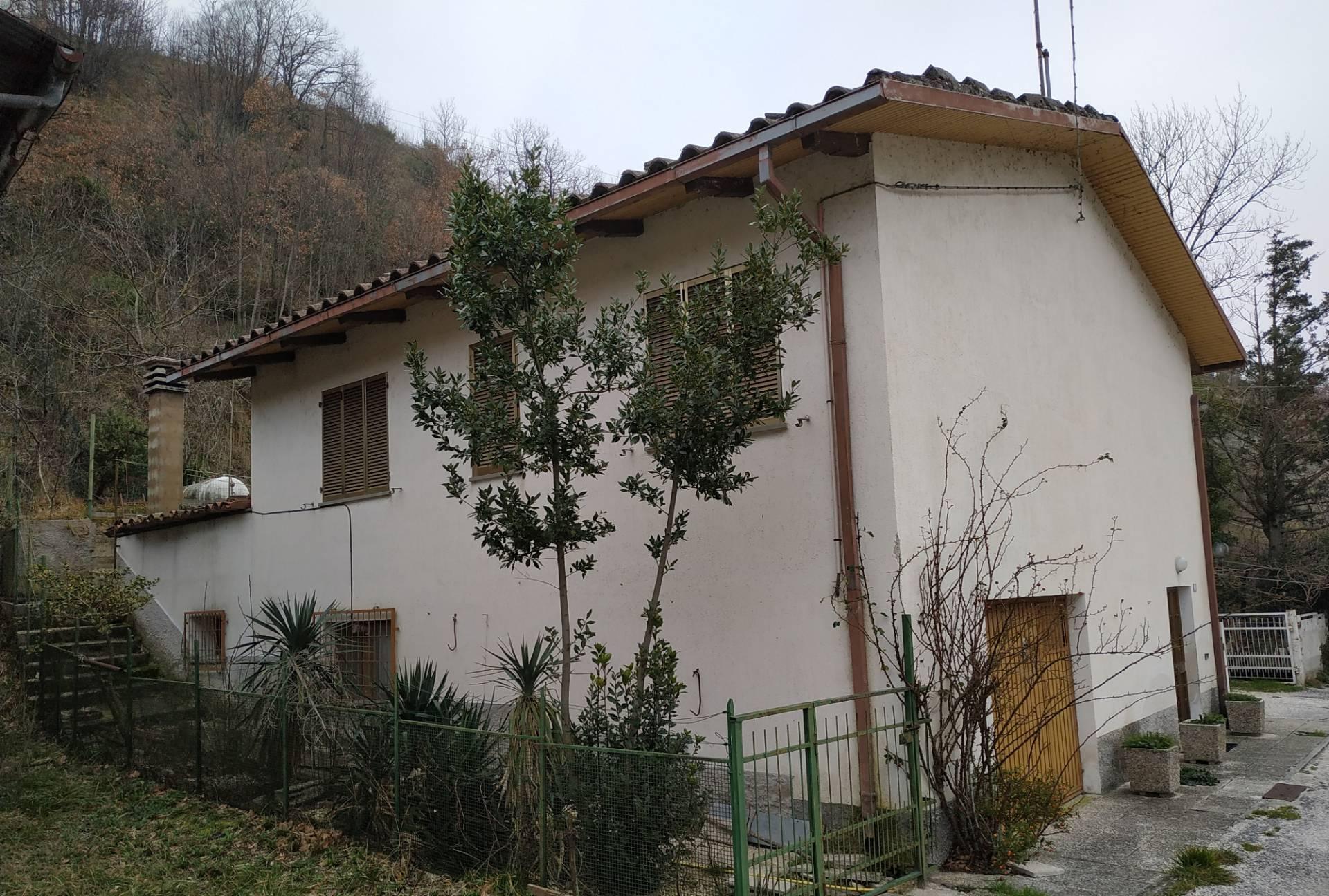 Casa indipendente in vendita a Sassoferrato (AN)