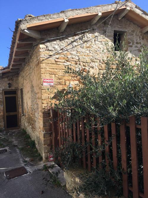 Rustico in Vendita a Serra San Quirico
