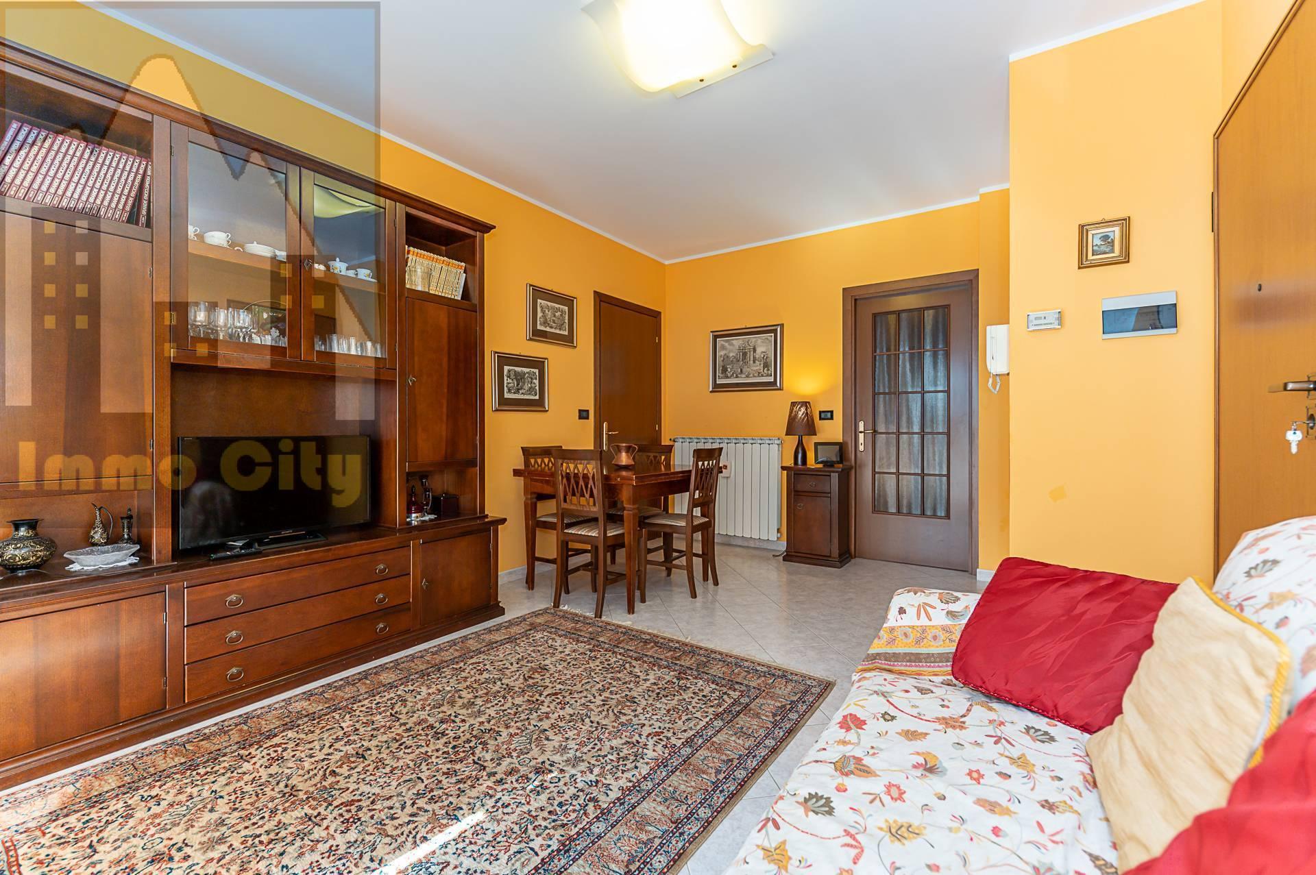 Appartamento in vendita a Collegno, 2 locali, zona Zona: Savonera, prezzo € 120.000   CambioCasa.it