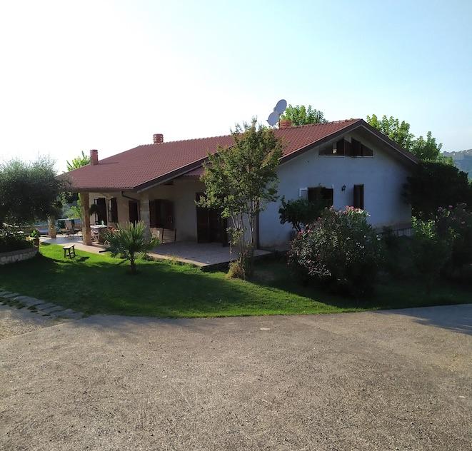 Villa in vendita a Fara in Sabina, 5 locali, prezzo € 349.000 | CambioCasa.it