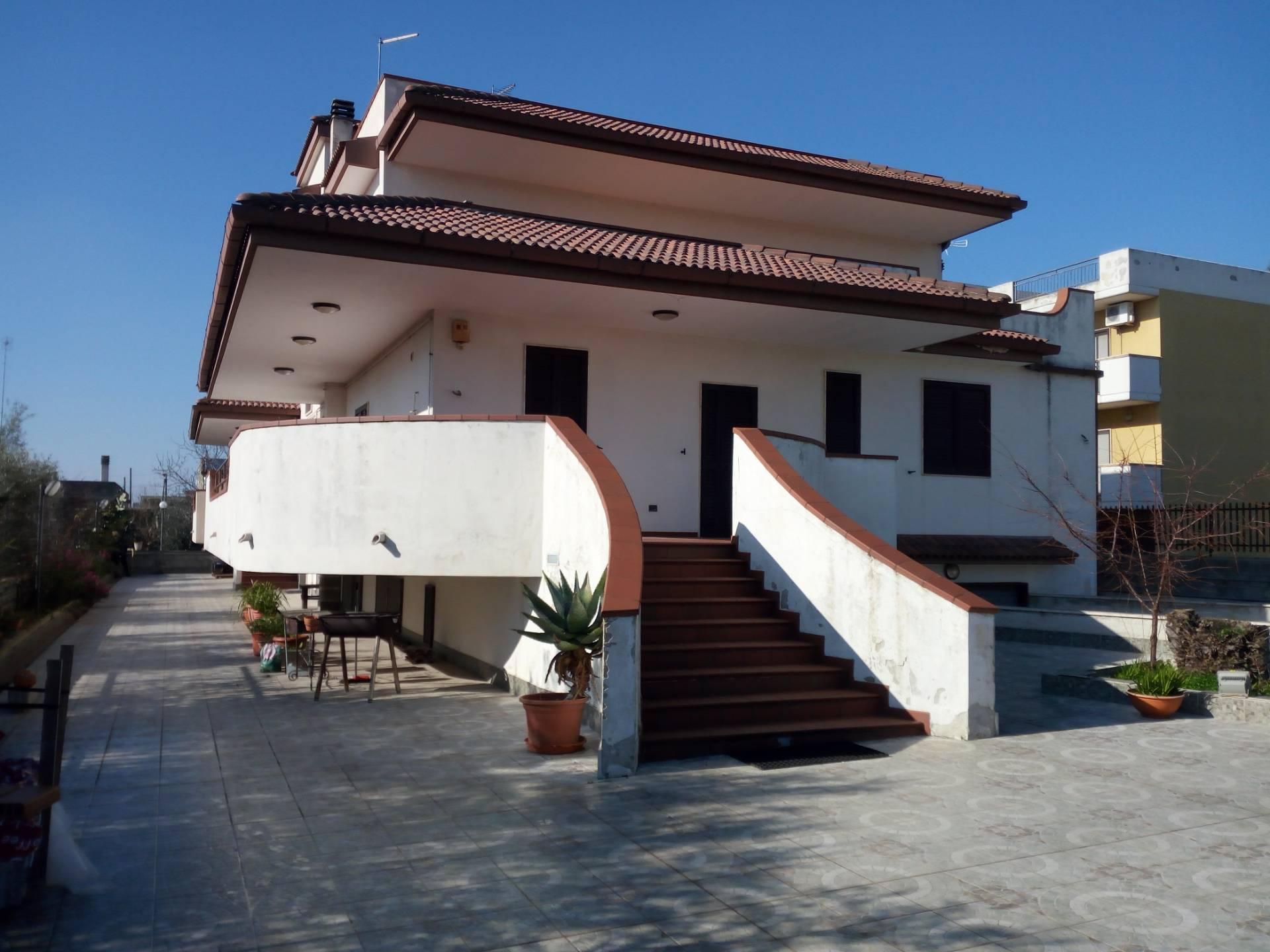 Appartamento in vendita a Statte, 15 locali, prezzo € 465.000 | CambioCasa.it