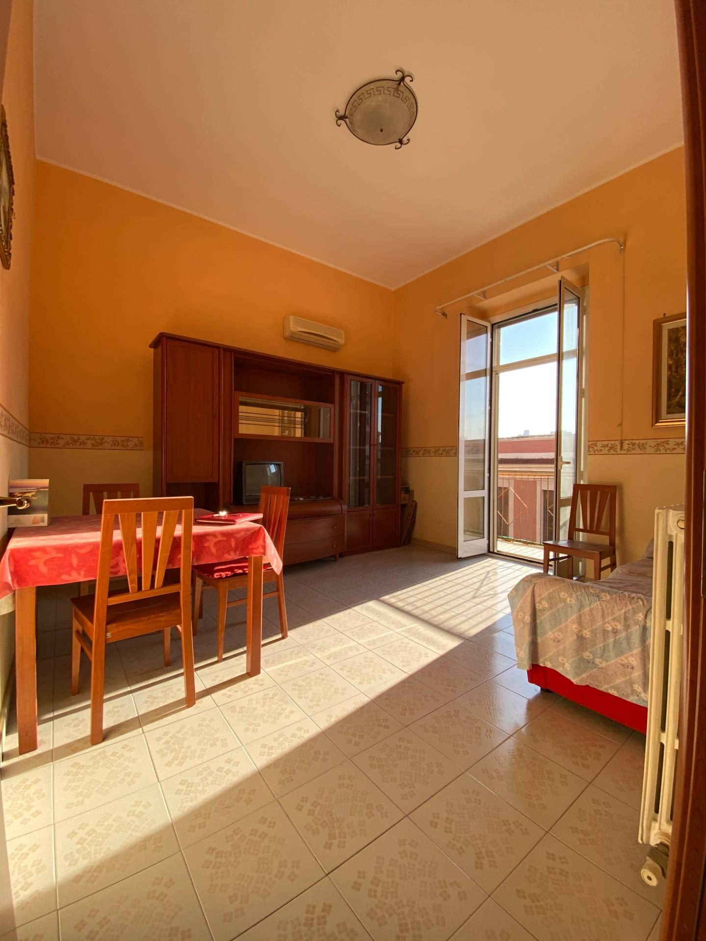 Appartamento in affitto a Taranto, 2 locali, zona Zona: Borgo, prezzo € 400 | CambioCasa.it