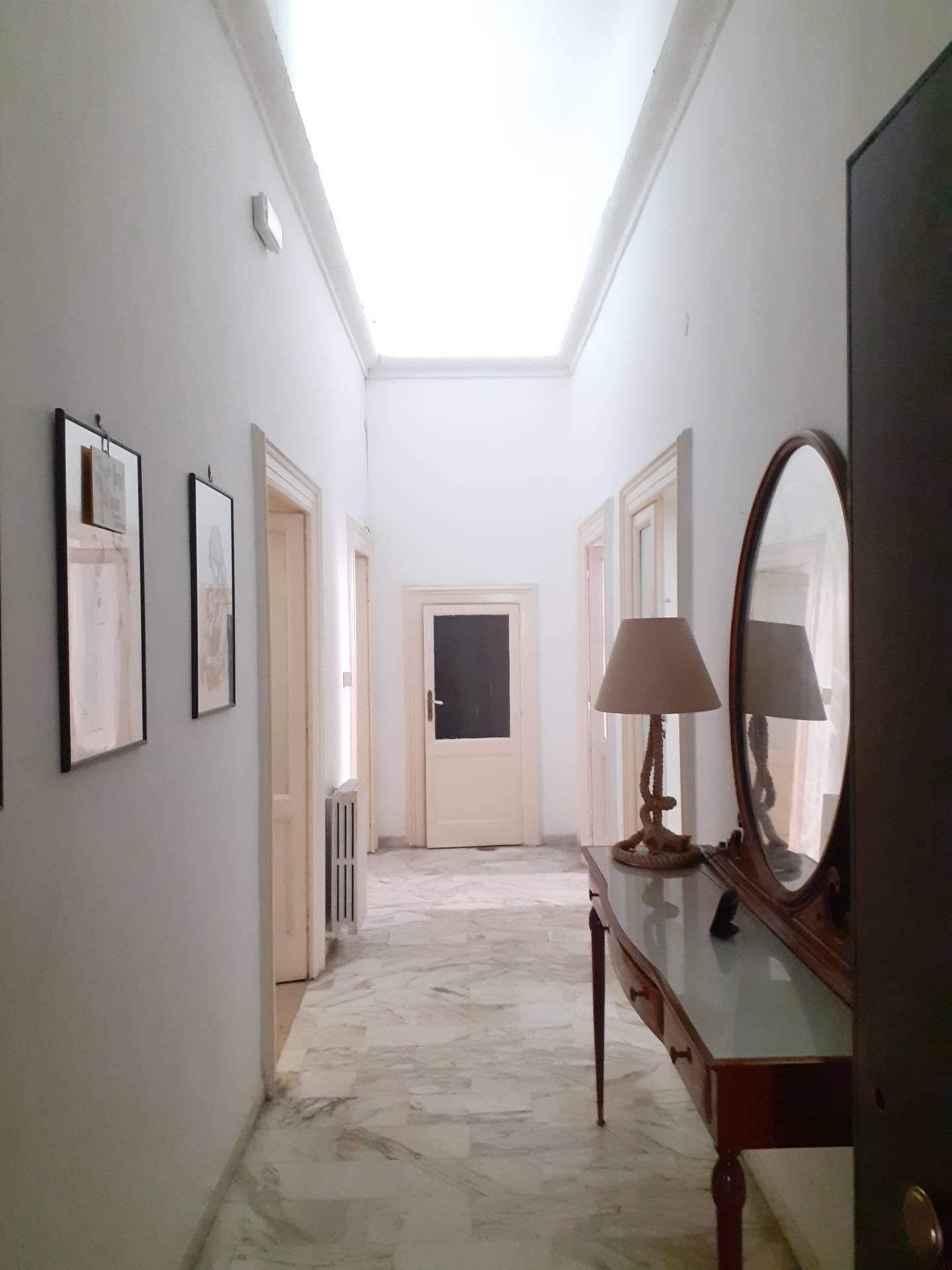 Appartamento in affitto a Taranto, 4 locali, zona Zona: Borgo, prezzo € 400 | CambioCasa.it