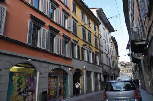 Appartamento in ASTA in Vendita a Bergamo
