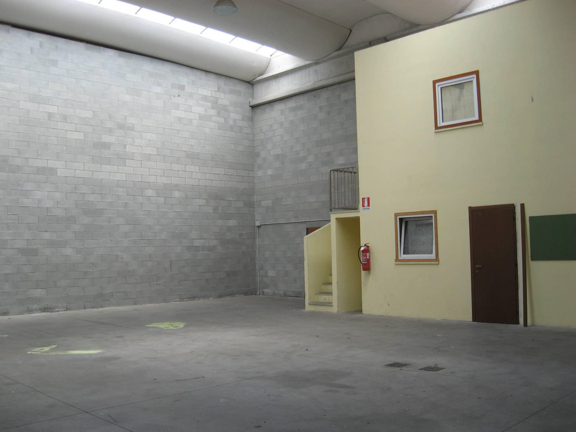 Capannone in affitto a Cuveglio, 9999 locali, prezzo € 9.000 | CambioCasa.it
