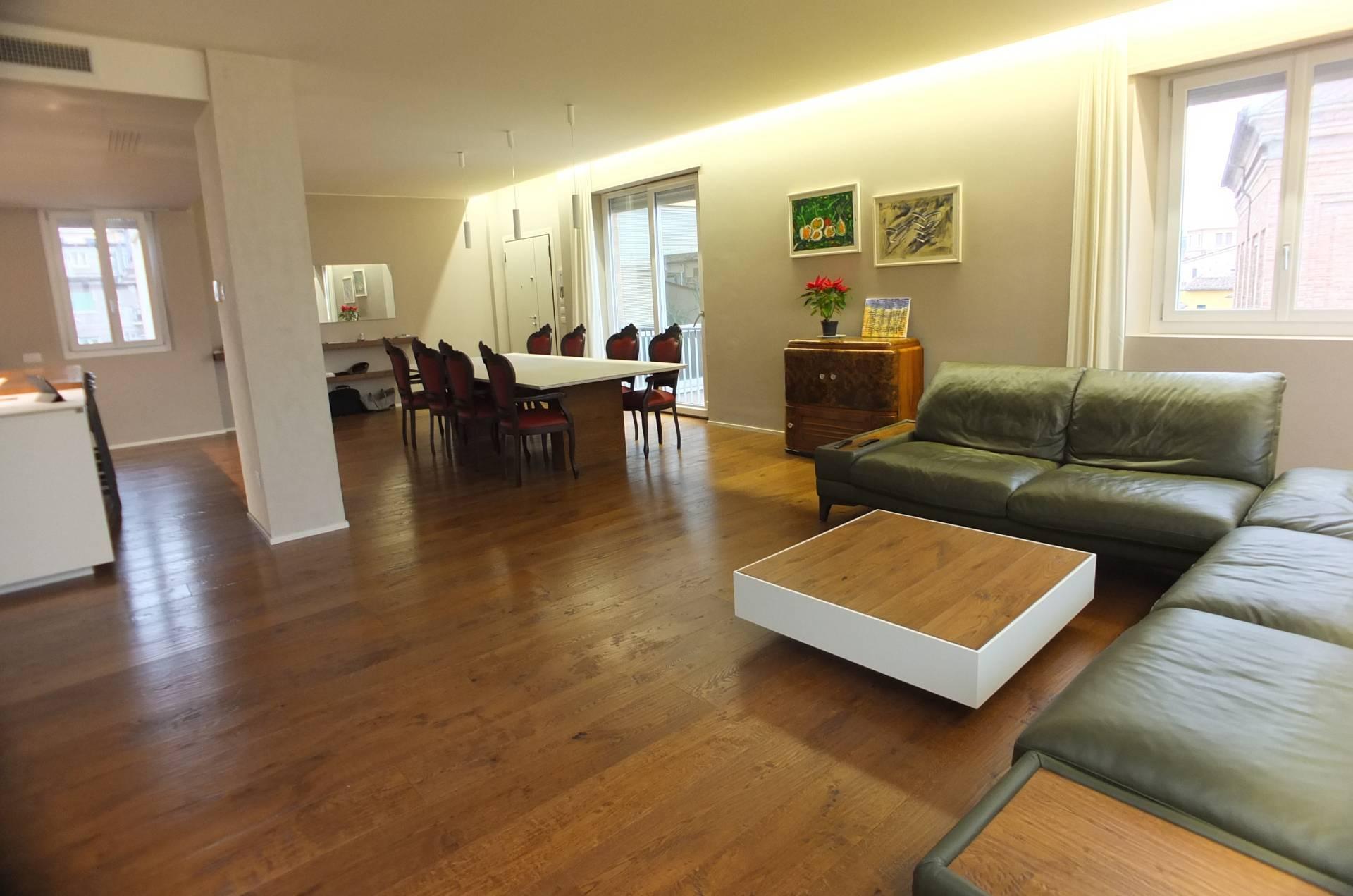 Appartamento in vendita a Pesaro, 5 locali, zona Località: CentroStorico, prezzo € 630.000 | PortaleAgenzieImmobiliari.it