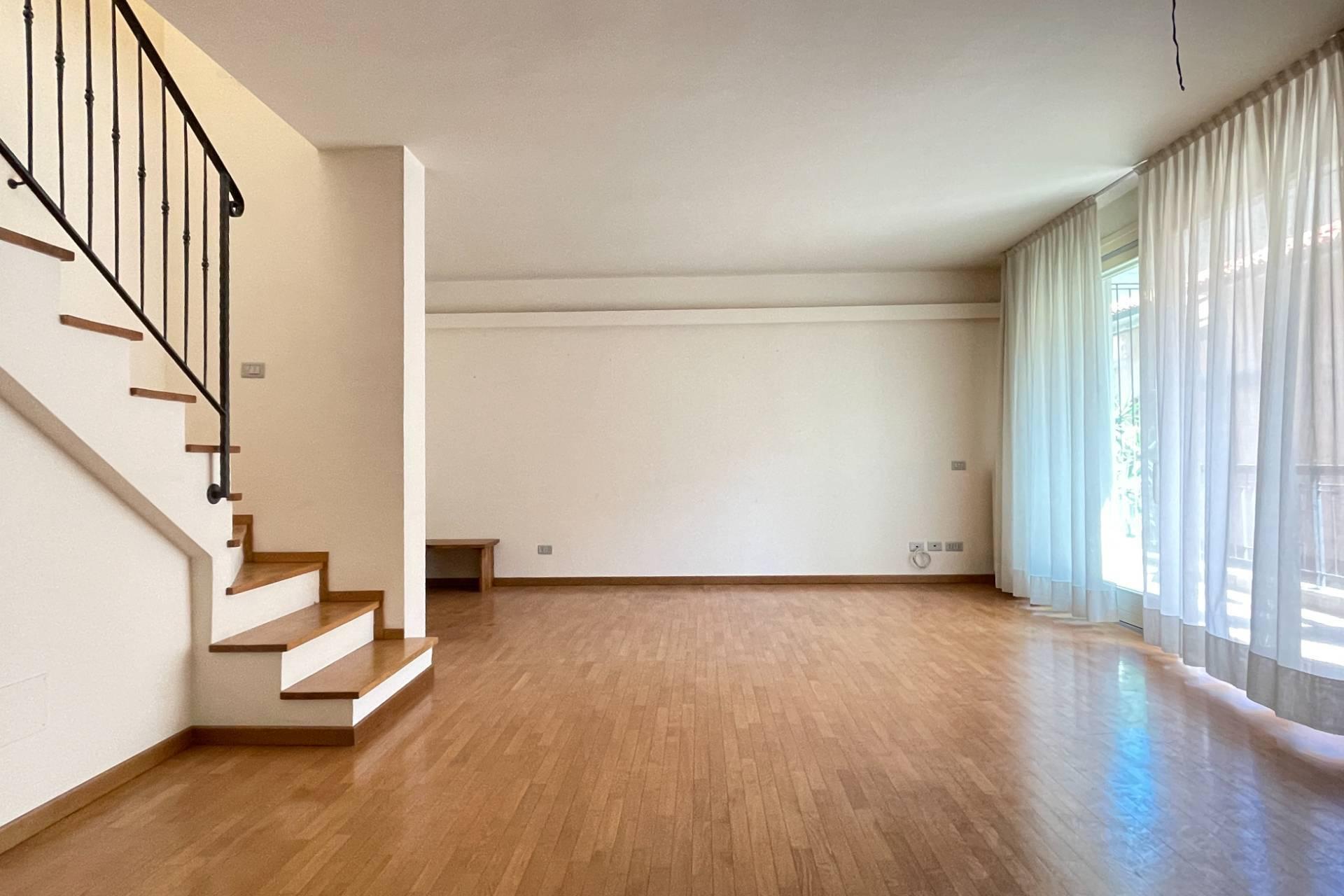 Appartamento in vendita a Pesaro, 4 locali, zona Località: CentroStorico, prezzo € 530.000 | PortaleAgenzieImmobiliari.it