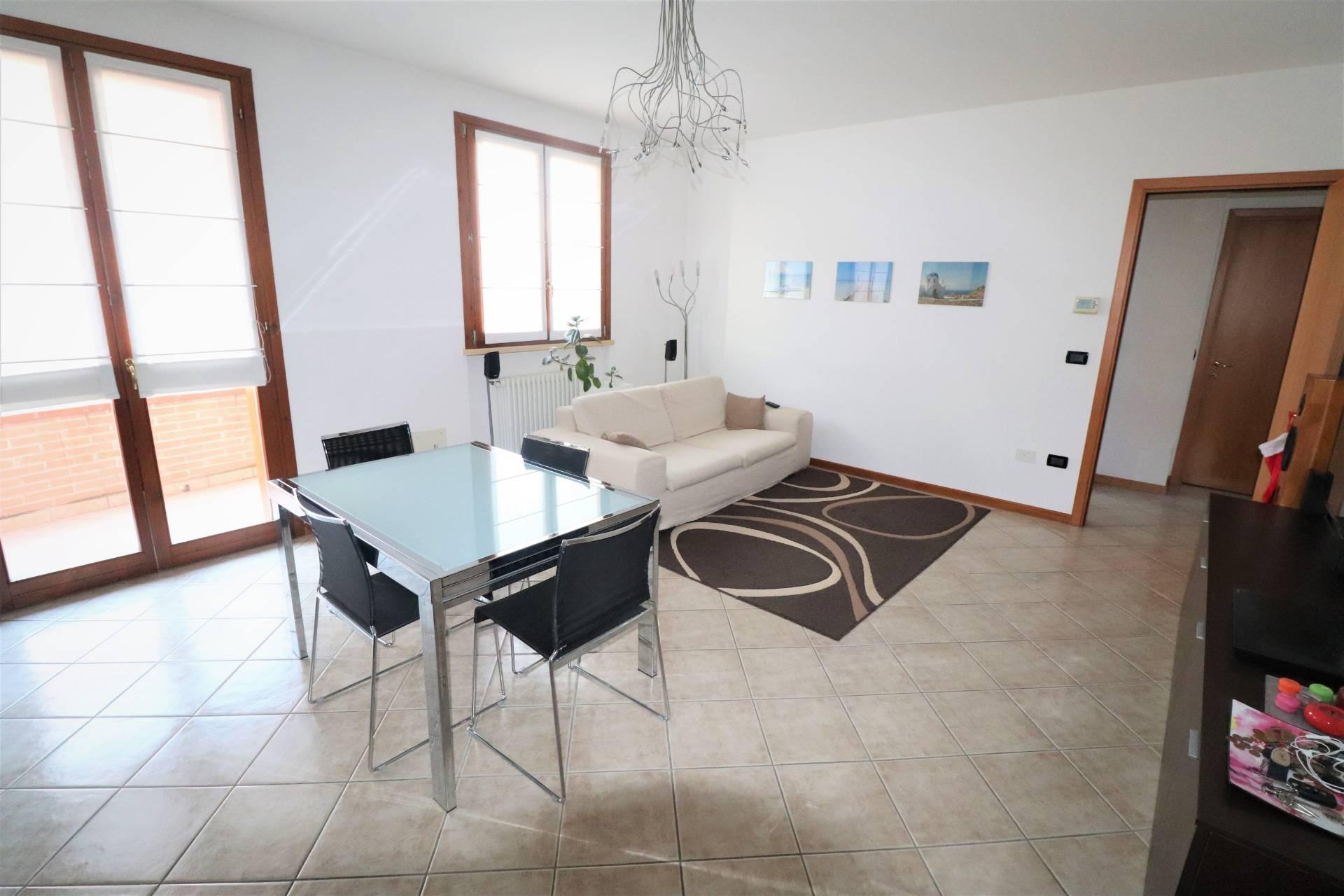 Appartamento in vendita a Curtatone, 3 locali, zona Zona: Levata, prezzo € 95.000 | CambioCasa.it