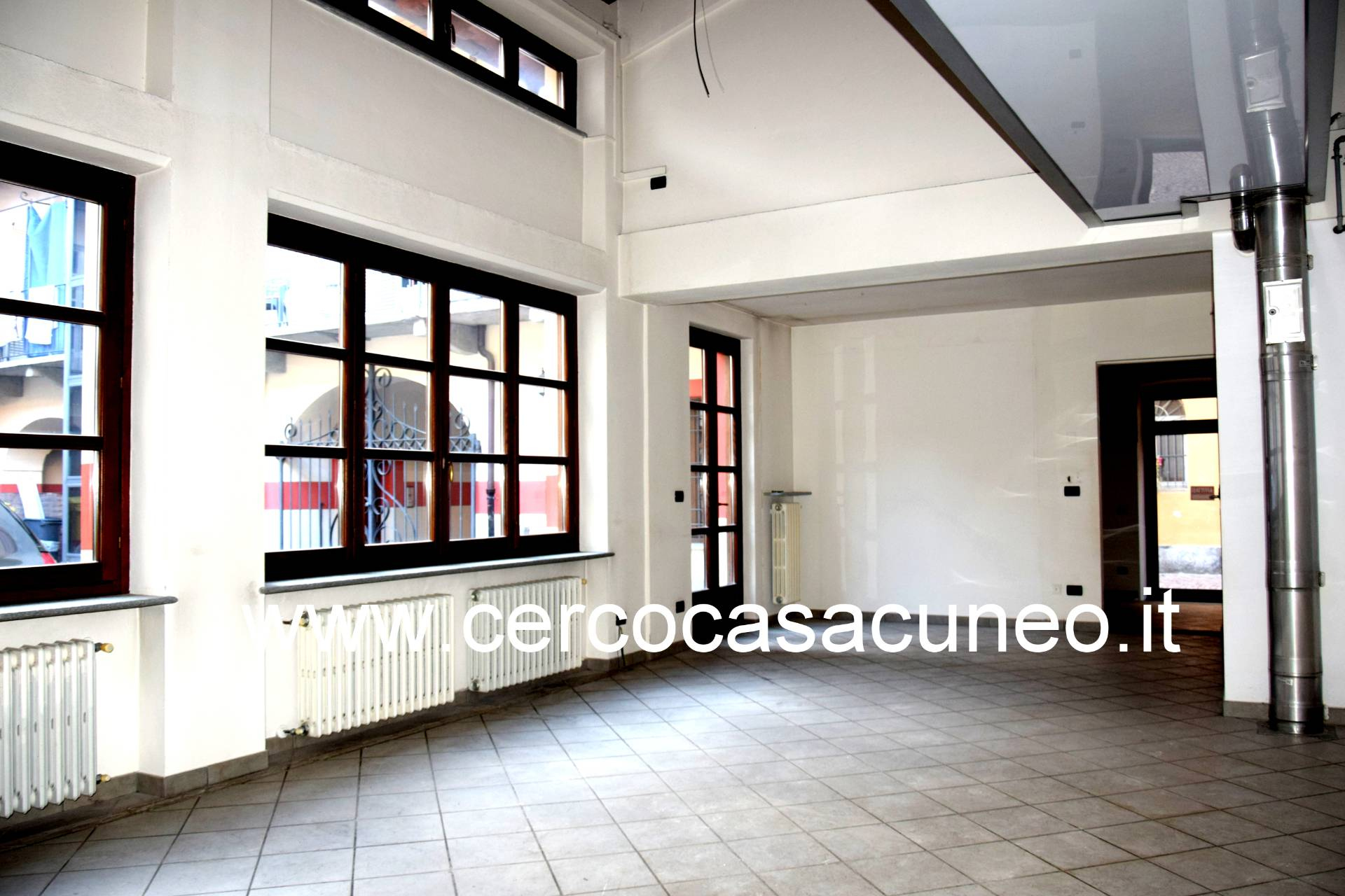 Negozio / Locale in affitto a Cuneo, 9999 locali, zona Località: Centrostorico, prezzo € 1.000 | CambioCasa.it