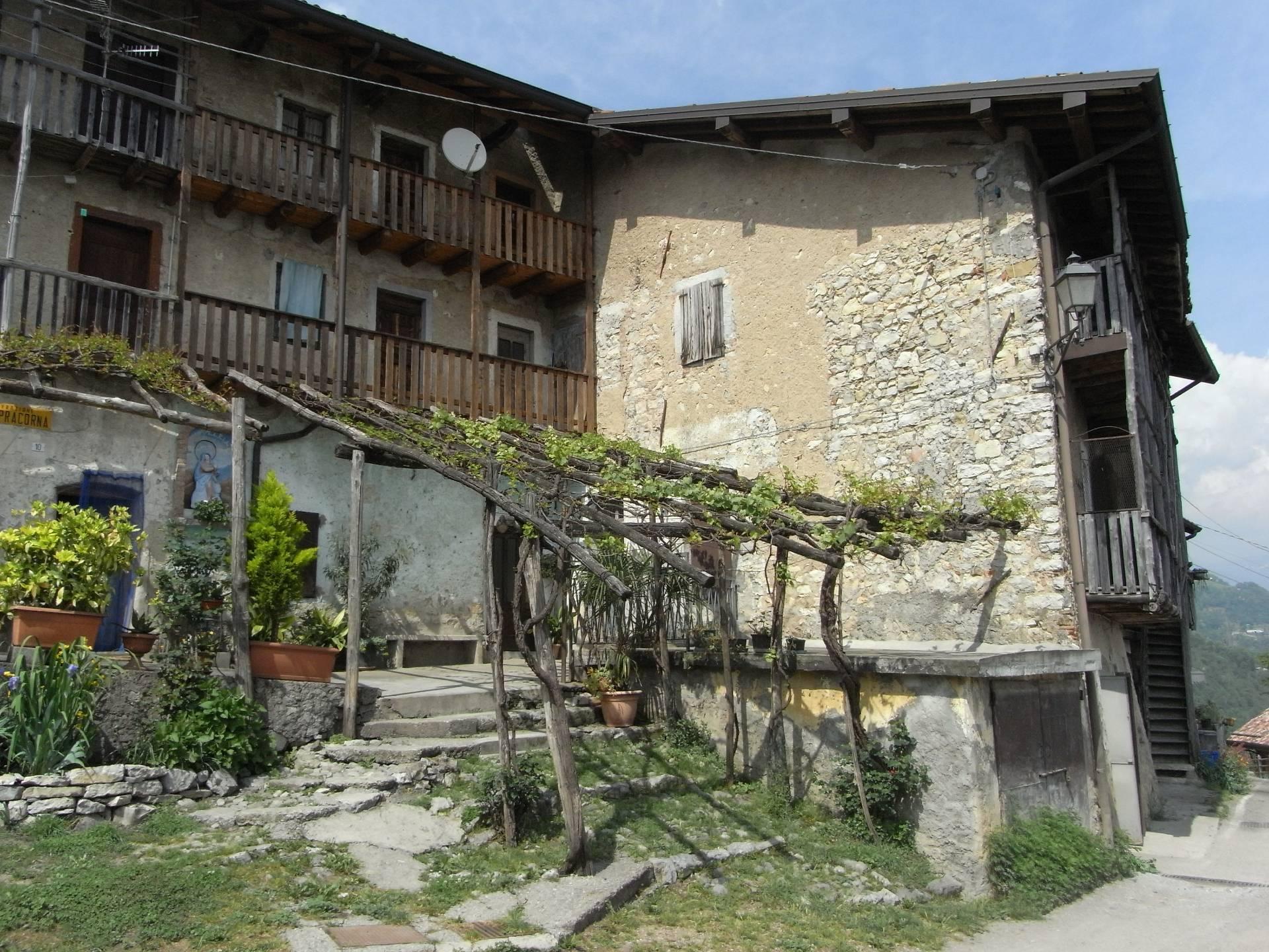Rustico / Casale in vendita a Ubiale Clanezzo, 3 locali, zona Località: Terrazze, prezzo € 30.000 | CambioCasa.it
