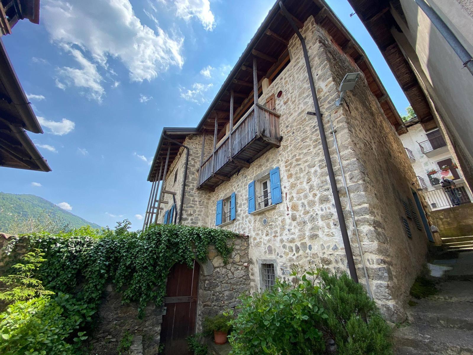 Palazzo / Stabile in Vendita a San Pellegrino Terme